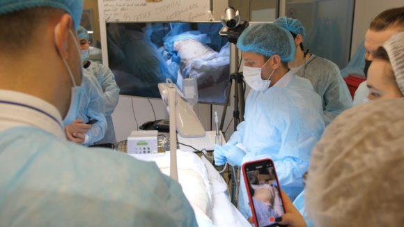 Доктора клиники провели курс по микрохирургической подготовке